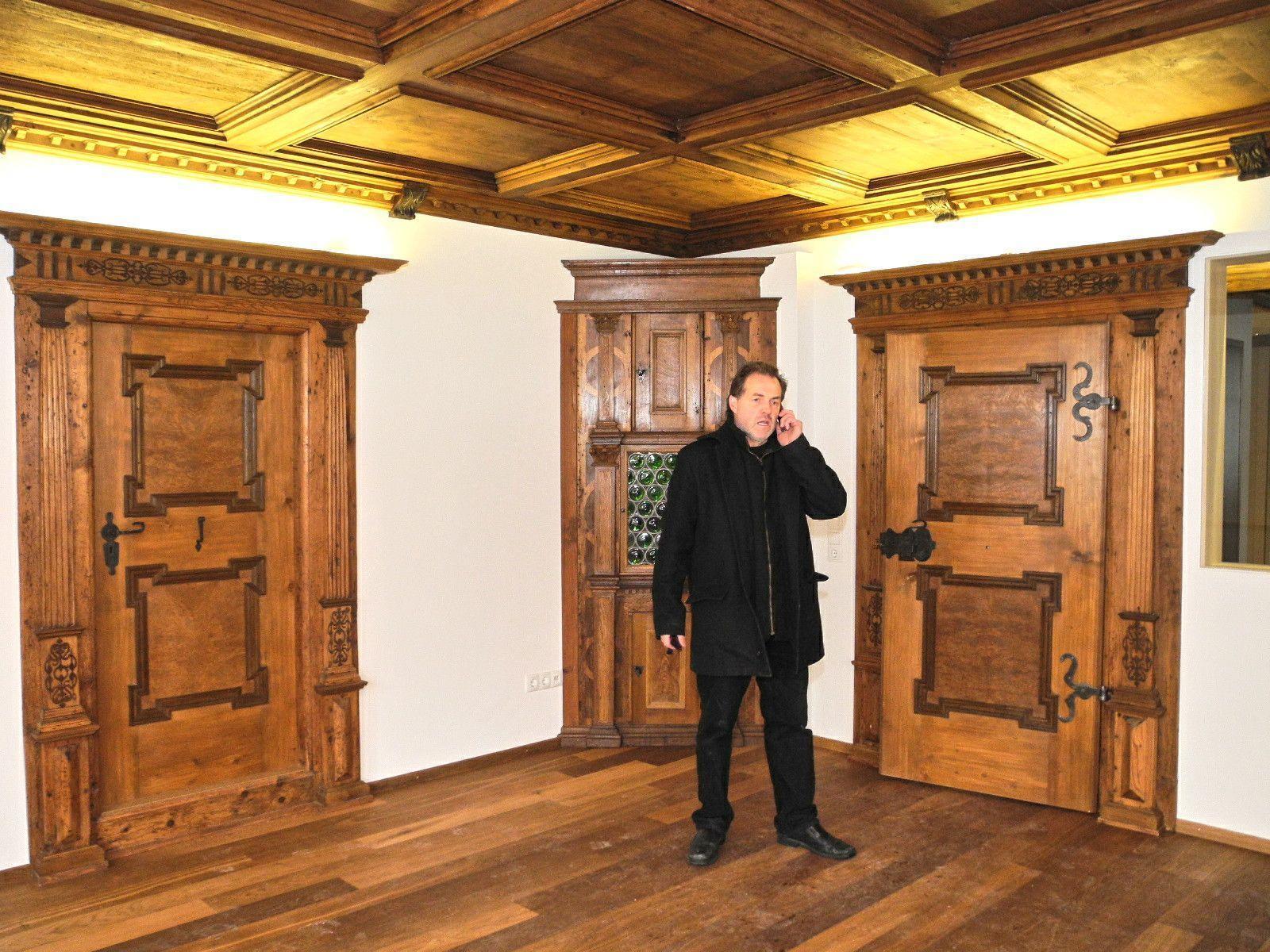 Architekt Josef Schwärzler im Renaissance-Zimmer, ein Juwel mittelalterlicher Baukunst
