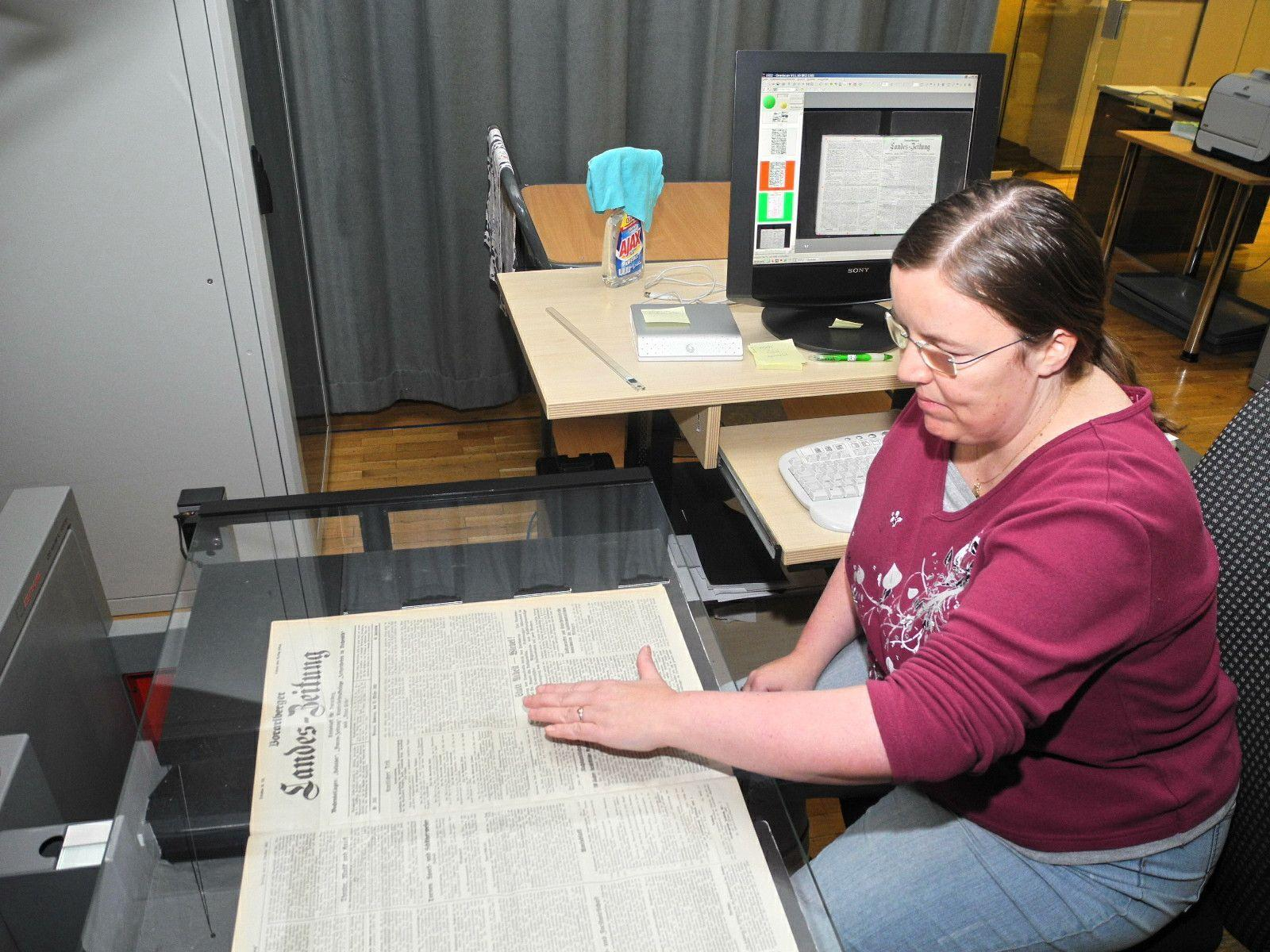 Langzeitarbeitslose sichern Dokumente, Zeitungen, Urkunden für die nächsten 500 Jahre