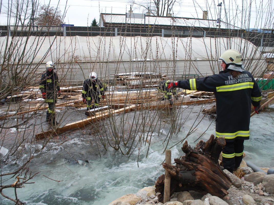 Im Moment ist nicht Feuer, sondern Eis, die Hauptbeschäftigung der Freiwilligen Feuerwehren