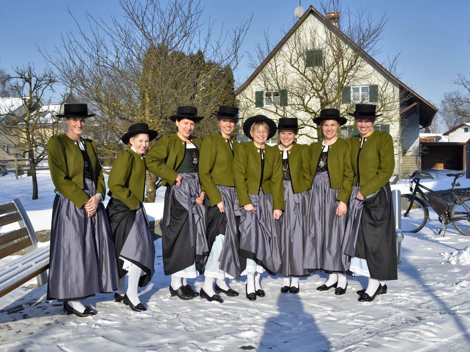 Die Musikantinnen des Musikvereins Harmonie Meiningen in ihrer neuen Tracht.