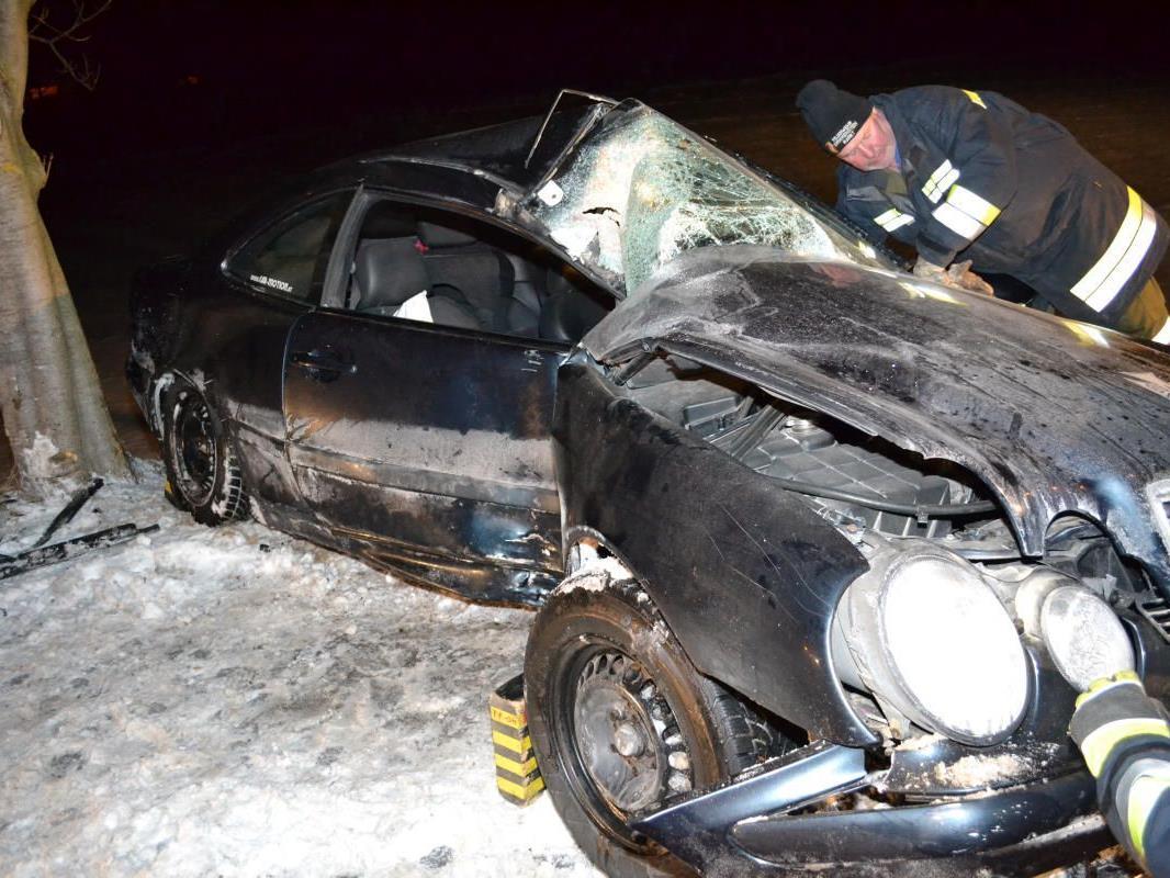 Dieser Pkw ist nach dem Crash ein Totalschaden