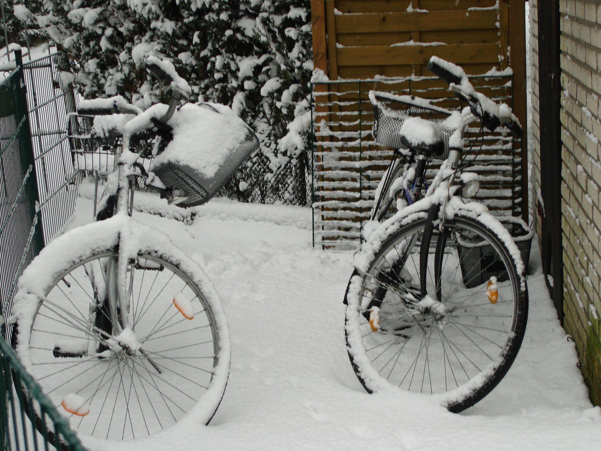 Der Schnee geht noch ab, ansonsten ist der Winter als natürlicher Feind des Radfahrers voll da