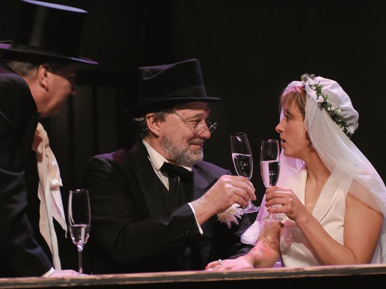 Ein ungleiches Paar – Prof. Rath heiratet das leichte Mädchen Lola.