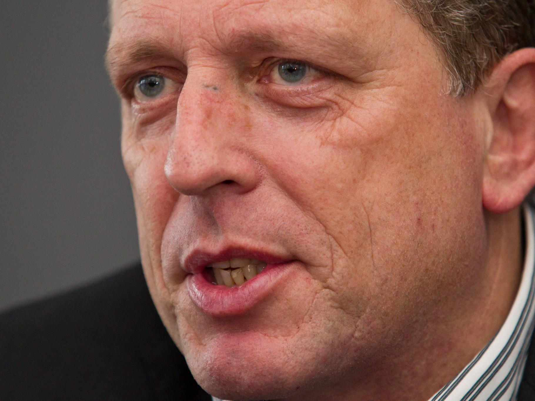 Poltert gegen Handy-Kostenfalle: AK Präsident Hubert Hämmelre.