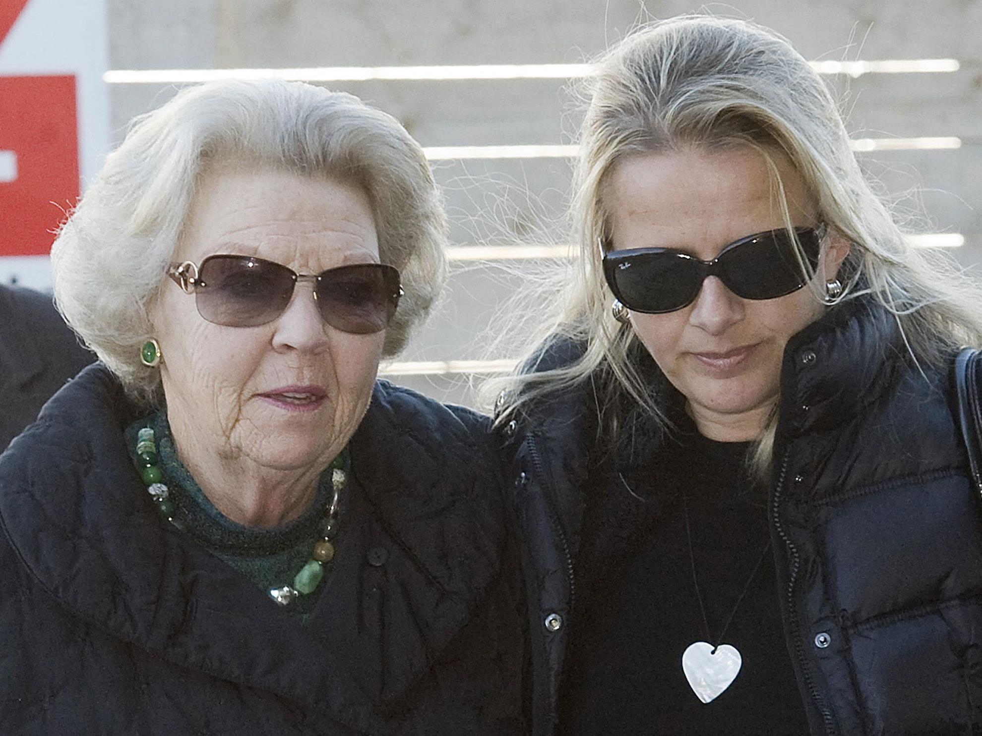 Königin Beatrix und Schwiegertochter Mabel auf Besuch bei Prinz Friso in der Uniklinik Innsbruck.