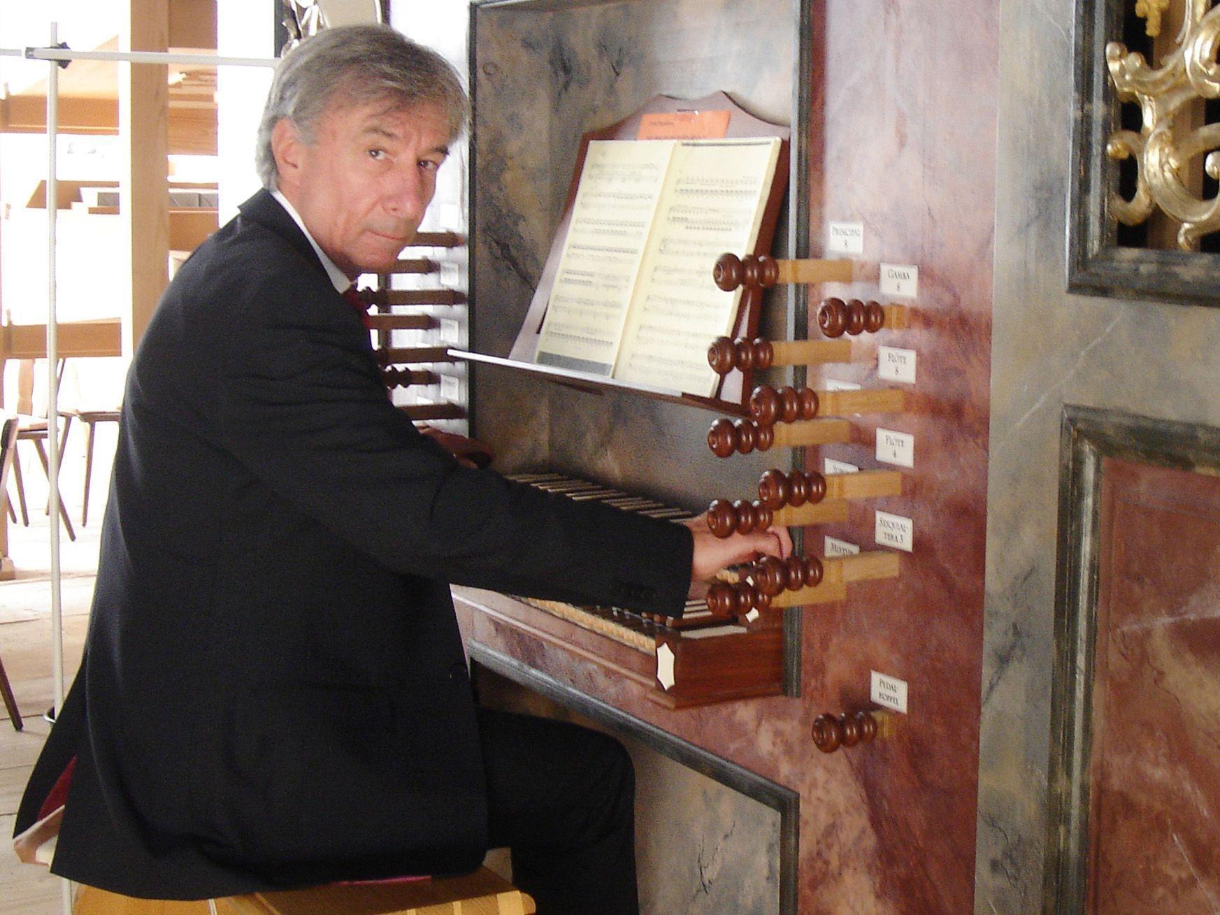 Prof. Bruno Oberhammer spielt Werke von J. S. Bach