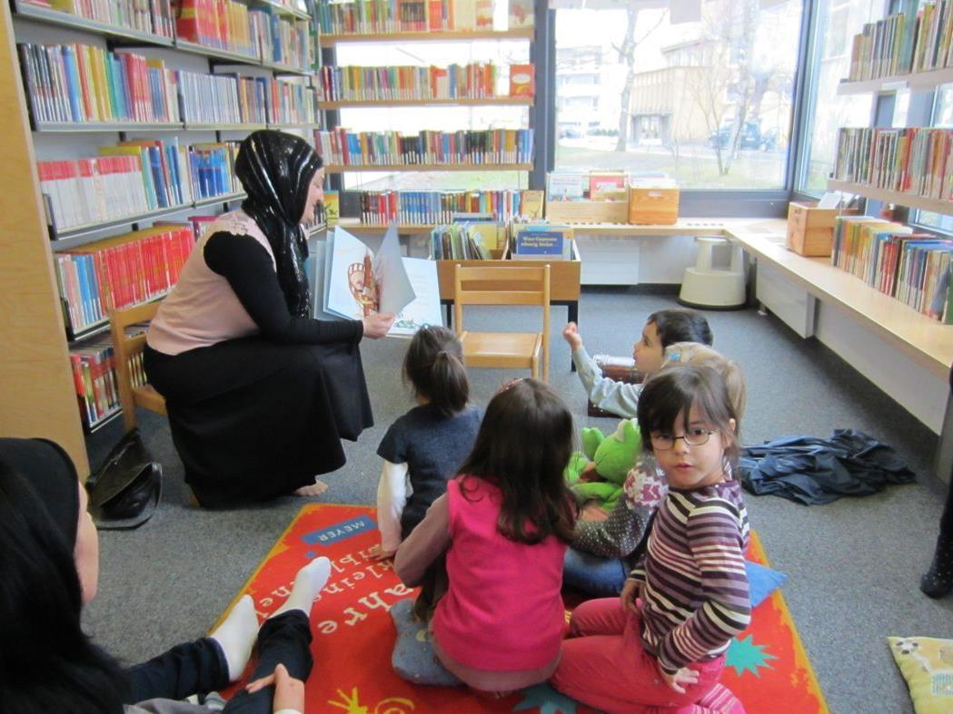 Auch die Sprachförderkinder und zwei Muttis besuchten die Bücherei.