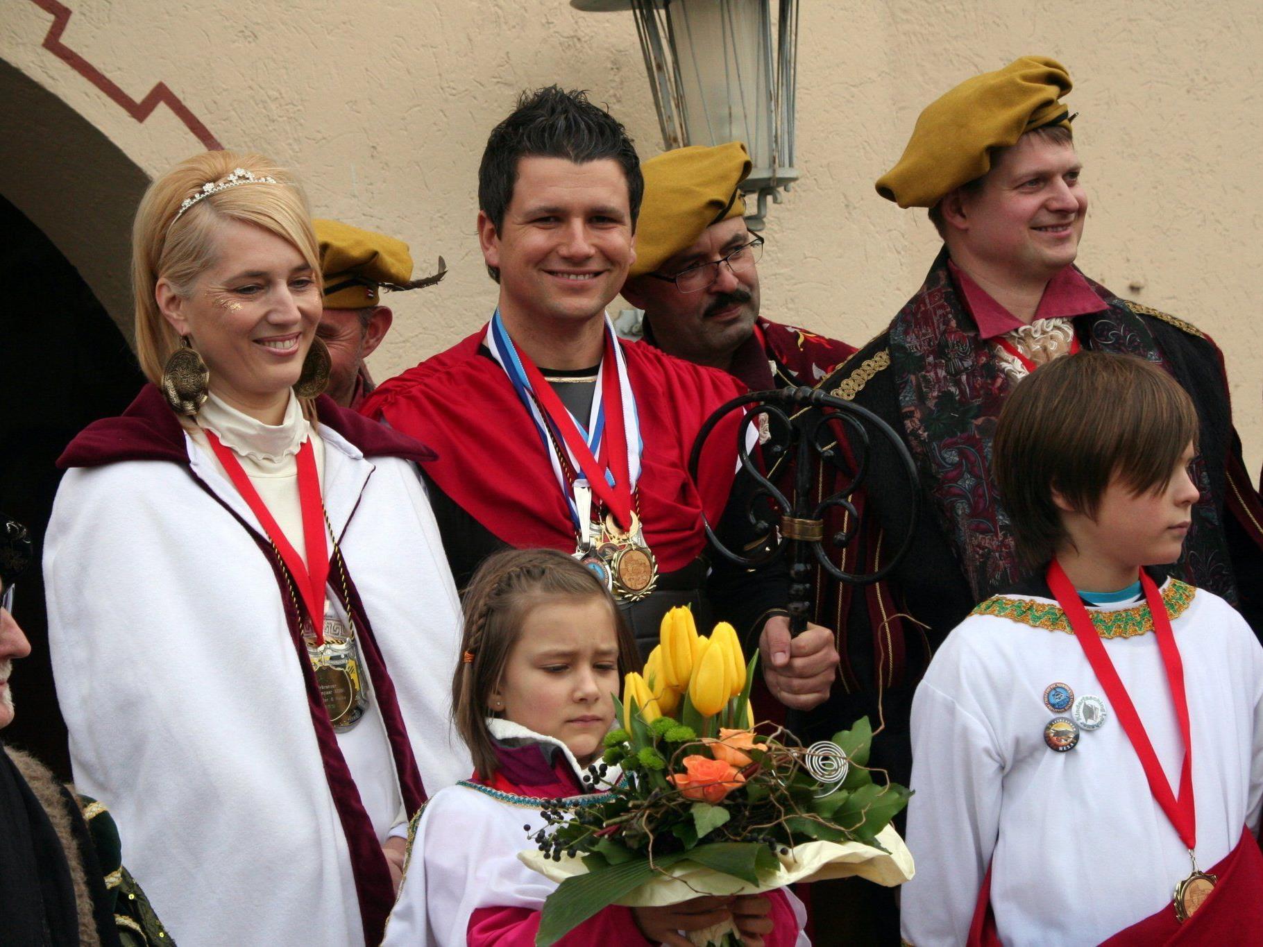 Die Prinzenfamilie mit dem Gemeindeschlüssel