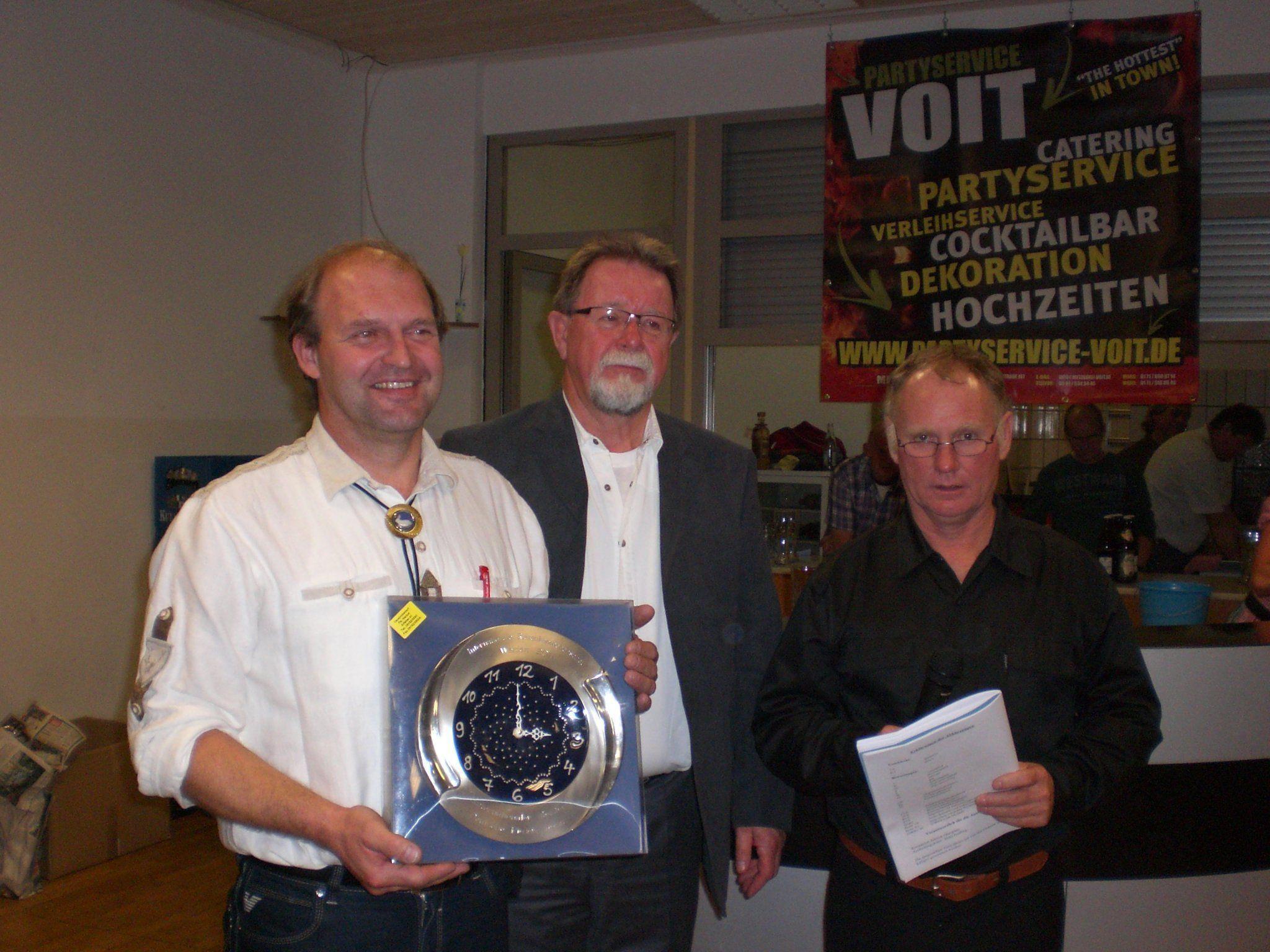 Siegerehrung 100 jährigen Riesenclubschau in Bayern, v.l.n.r. Martin Wachter, H. Henn, H. Prüfling