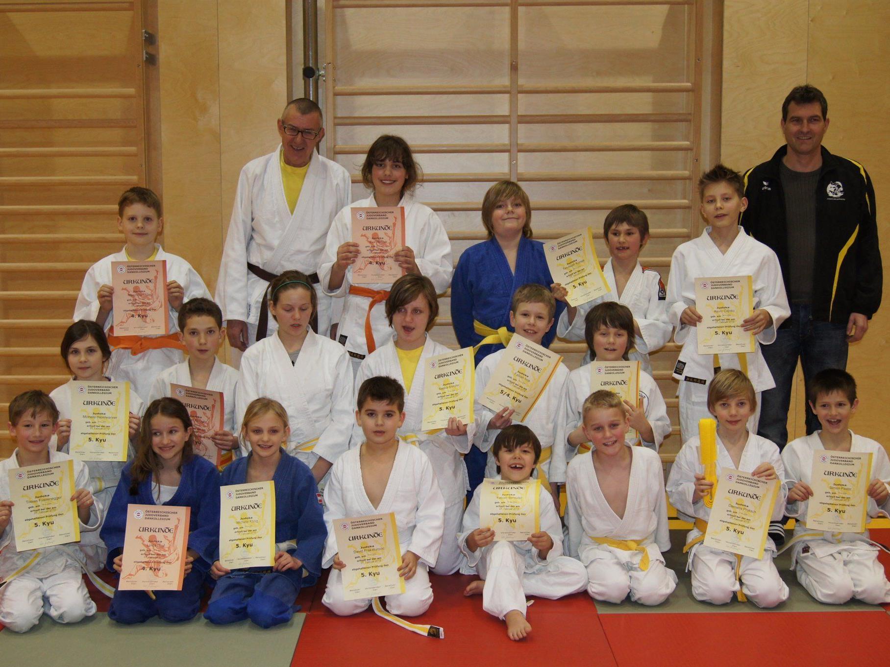 Erleichtert: Die stolzen Kämpferinnen und Kämpfer des Judoclub Dornbirn.