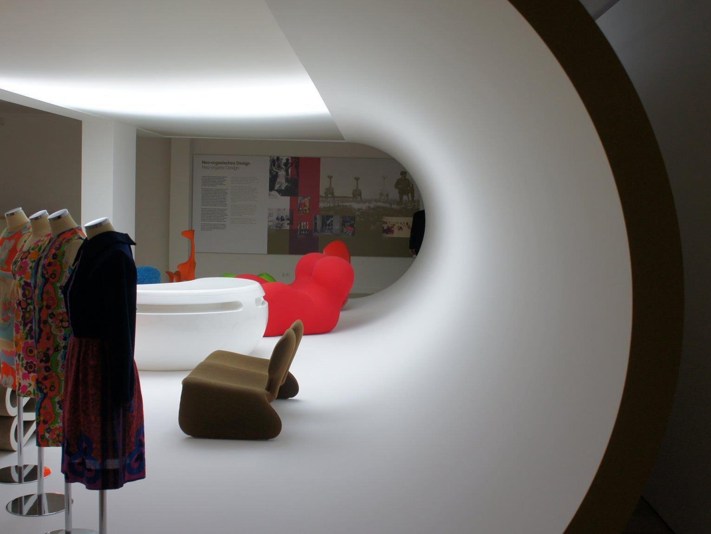 Spacig nicht nur die Ausstellungsstücke, sondern auch die Architektur im Hofmobiliendepot