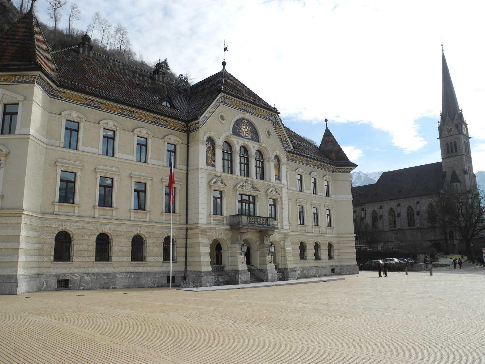 In Liechtenstein wird über die Trennung von Kirche und Staat sowie über die Kirchensteuer diskutiert