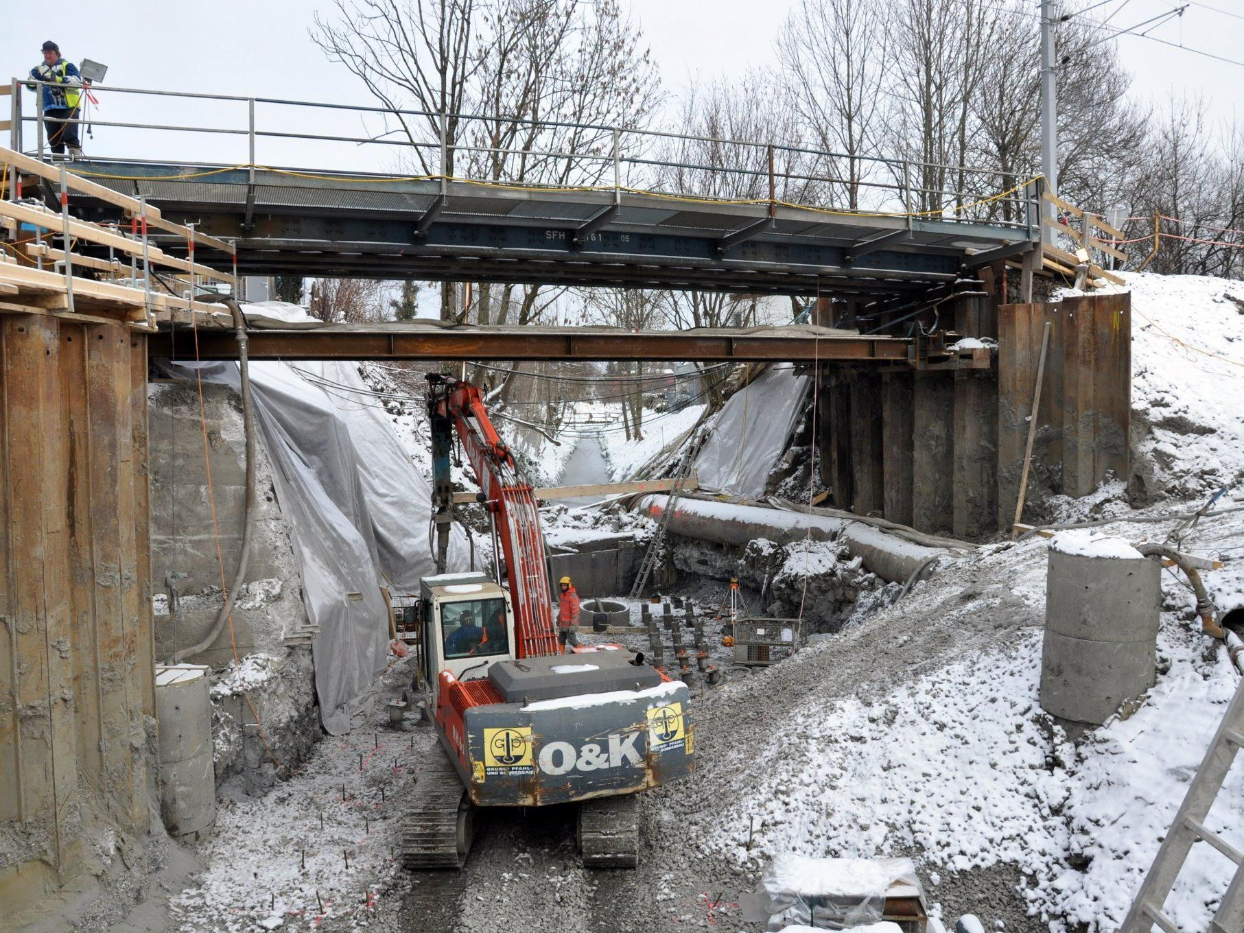 An Baulos 2, zwischen Rheinbrücke und Bahnhof Lustenau, laufen die Arbeiten auf Hochtouren.