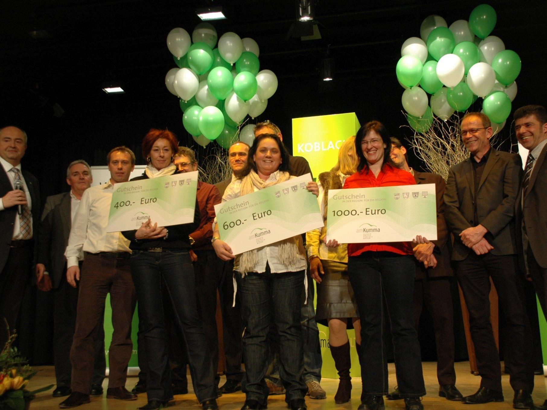Die Freude war groß unter den Gewinnerinnen der drei Hauptpreise beim Gewinnabend in Koblach