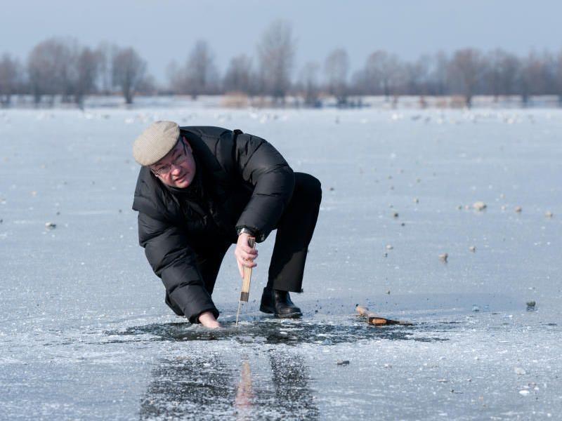 Vorarlberger bewegen sich auf dünnem Eis. Gestern betrug die Eisschicht auf dem Bodensee lediglich 7,5 Zentimeter. Ab 10 bis 15 Zentimeter gilt eine Eisdecke als tragend.
