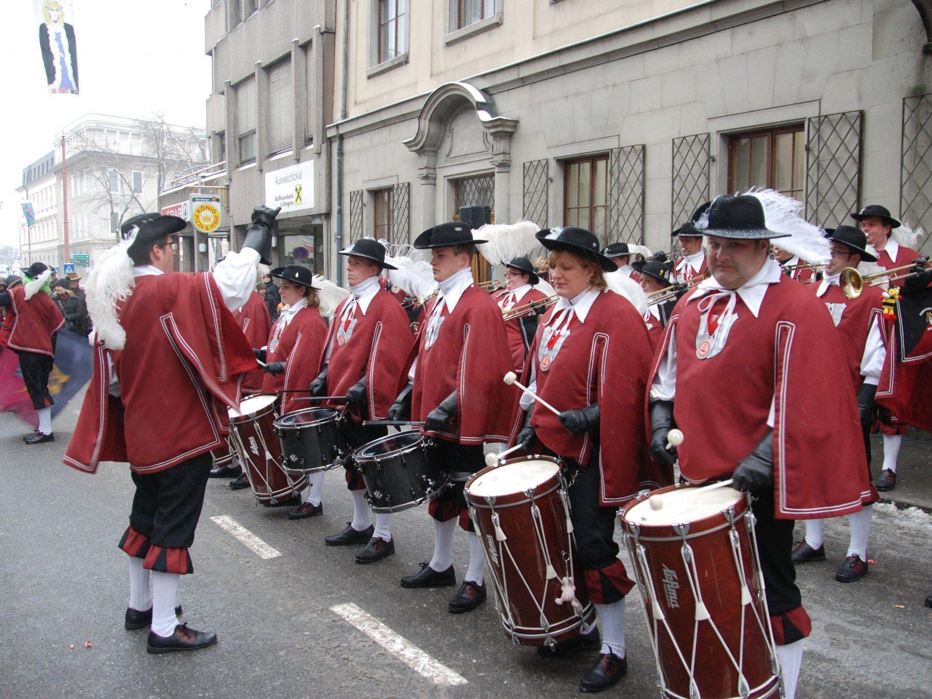 Der Fanfarenzug wird vor dem Rathaus den Machtwechsel akustisch einbegleiten.