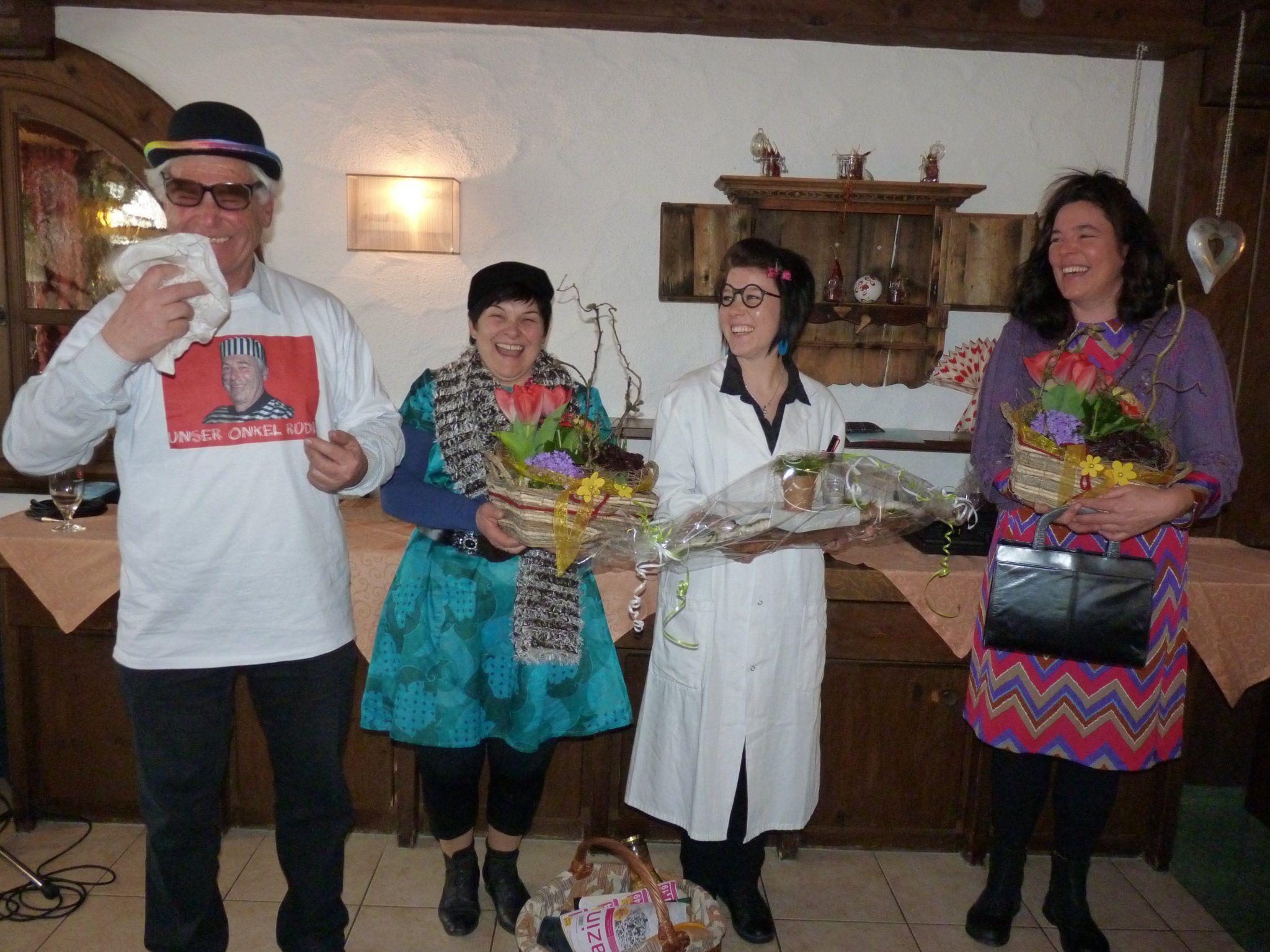D'Frieda, s'Marile mit Assistentin Barbara und der freuten sich Obmann über den humorvollen Beitrag.