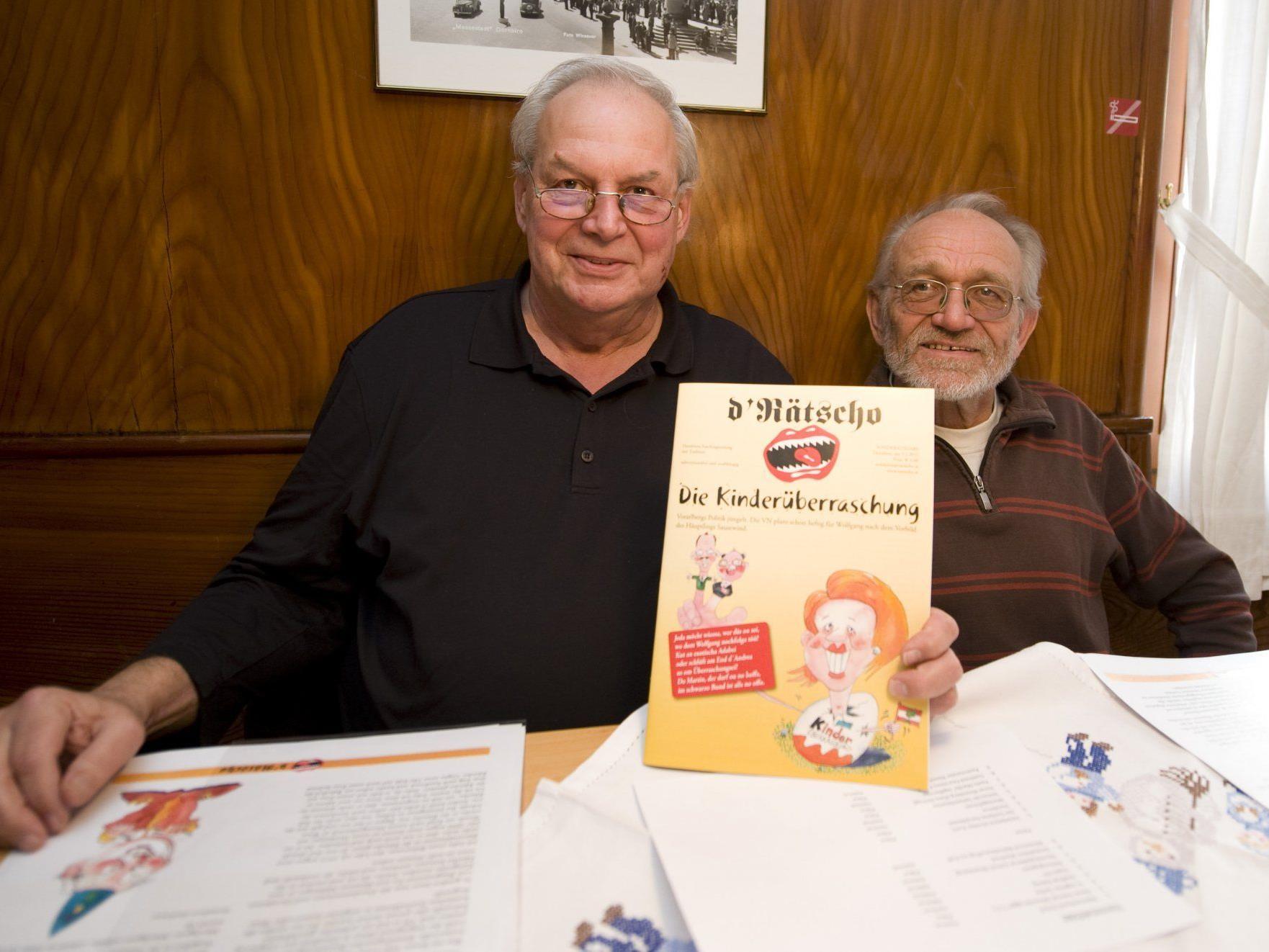 Helmut Lecher (l.) und Werner Hagen lasen ein paar der insgesamt 150 Beiträge vor.