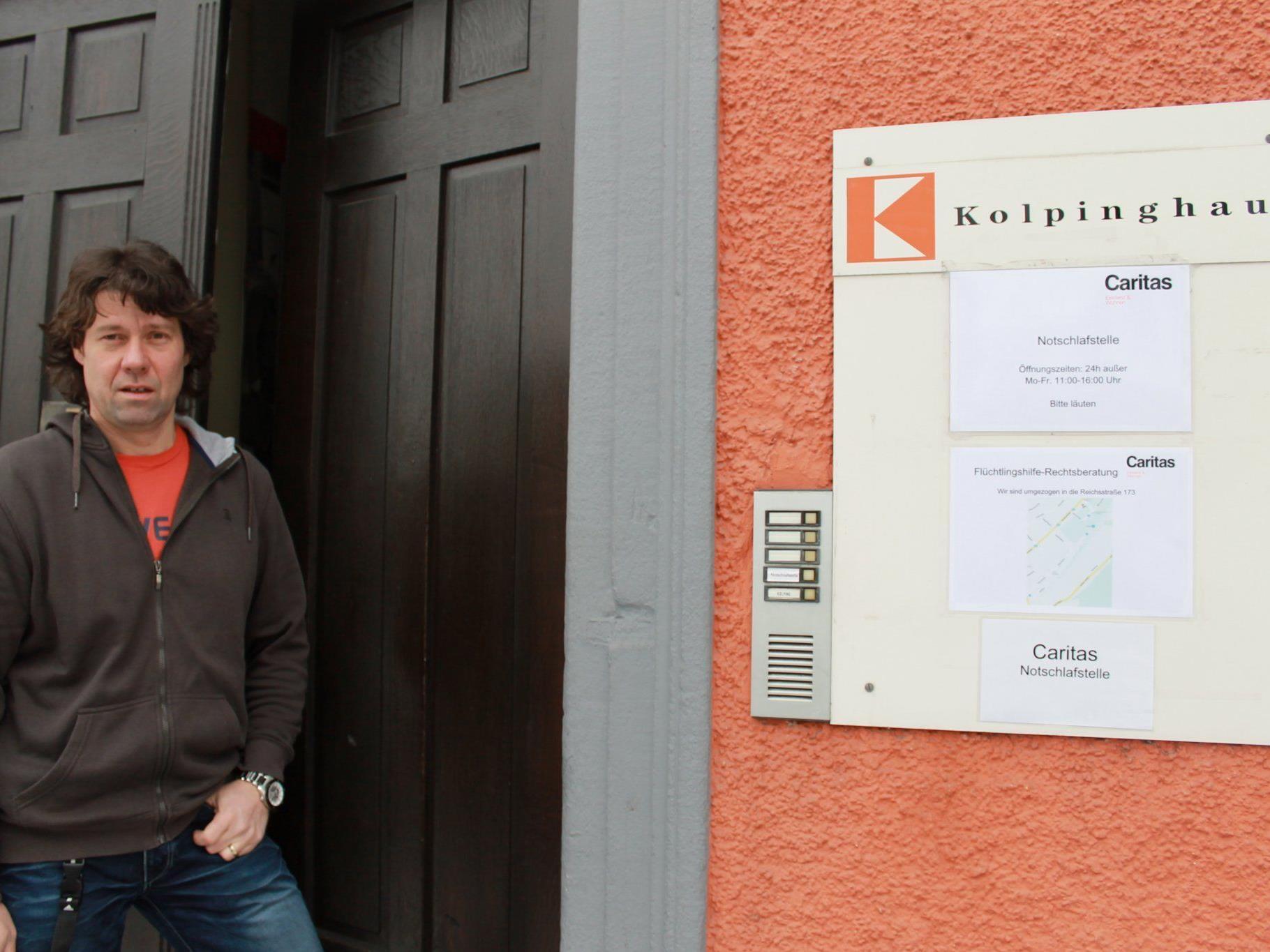 Stellenleiter Wolfgang Meier an der Caritas Notschlafstelle am Jahnplatz.