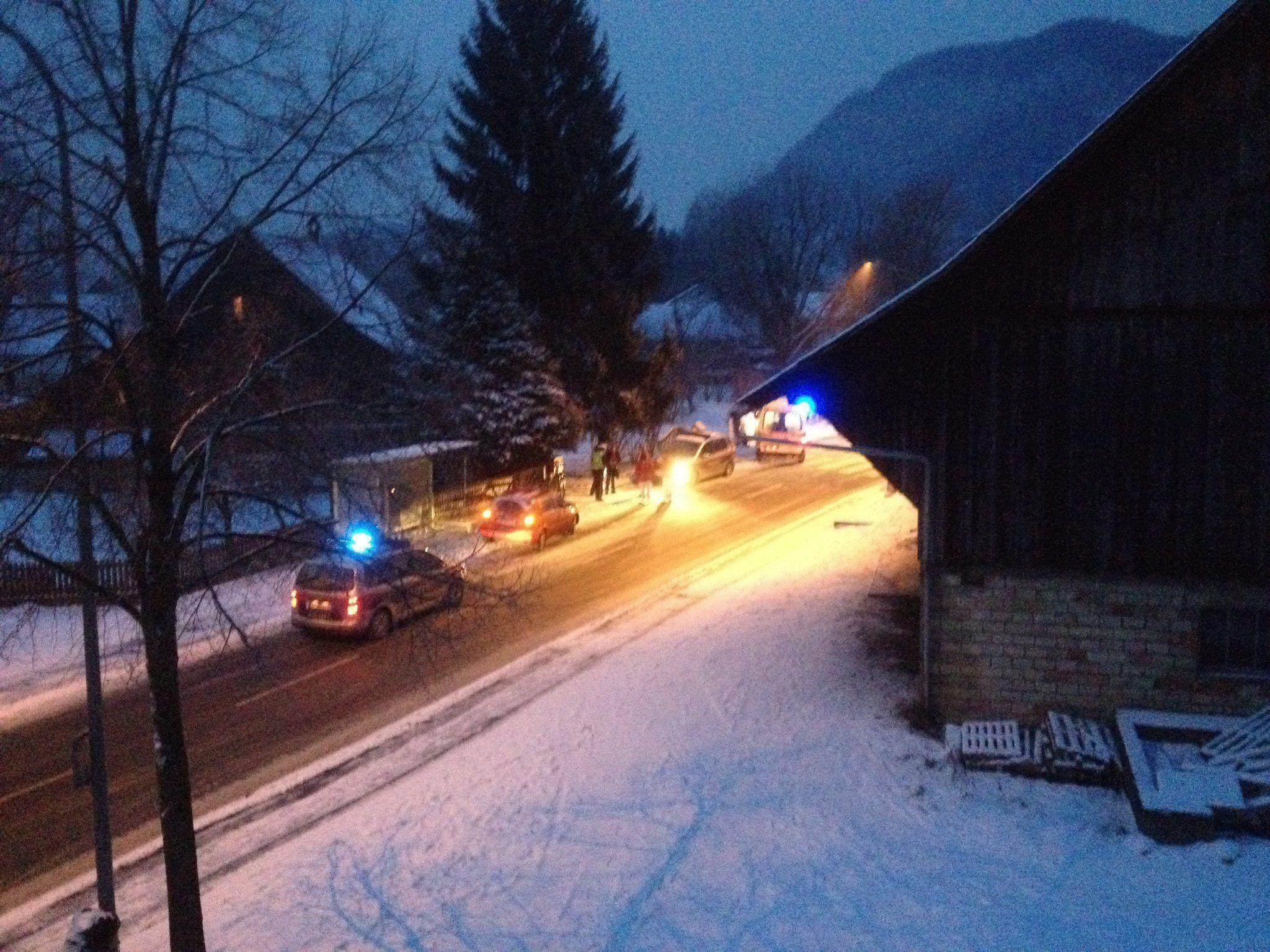 2012-02-10 - Verkehrsunfall in Mäder - Reichshofstrasse zwischen JÜRGEN-SAT.TV und Gasthaus Adler