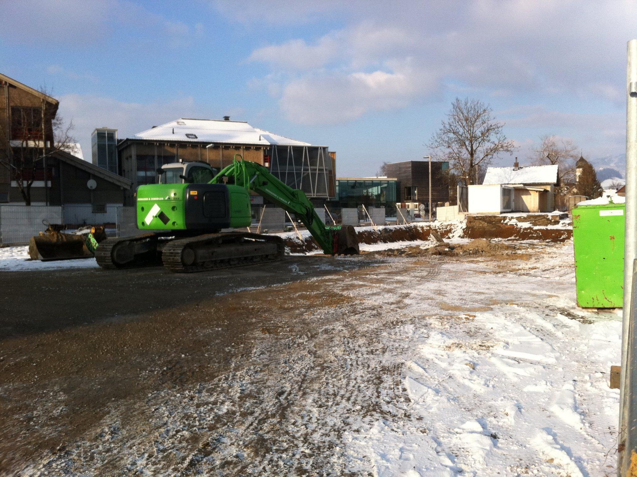 Mit den Aushubarbeiten für das neue Werkraumhaus wurde begonnen.