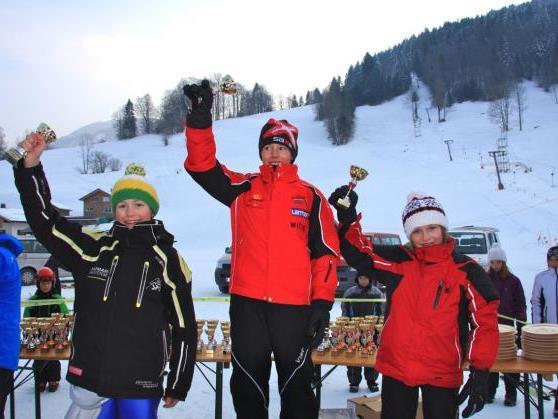 Simon Hagspiel (rechts) freut sich über den Erfolg.