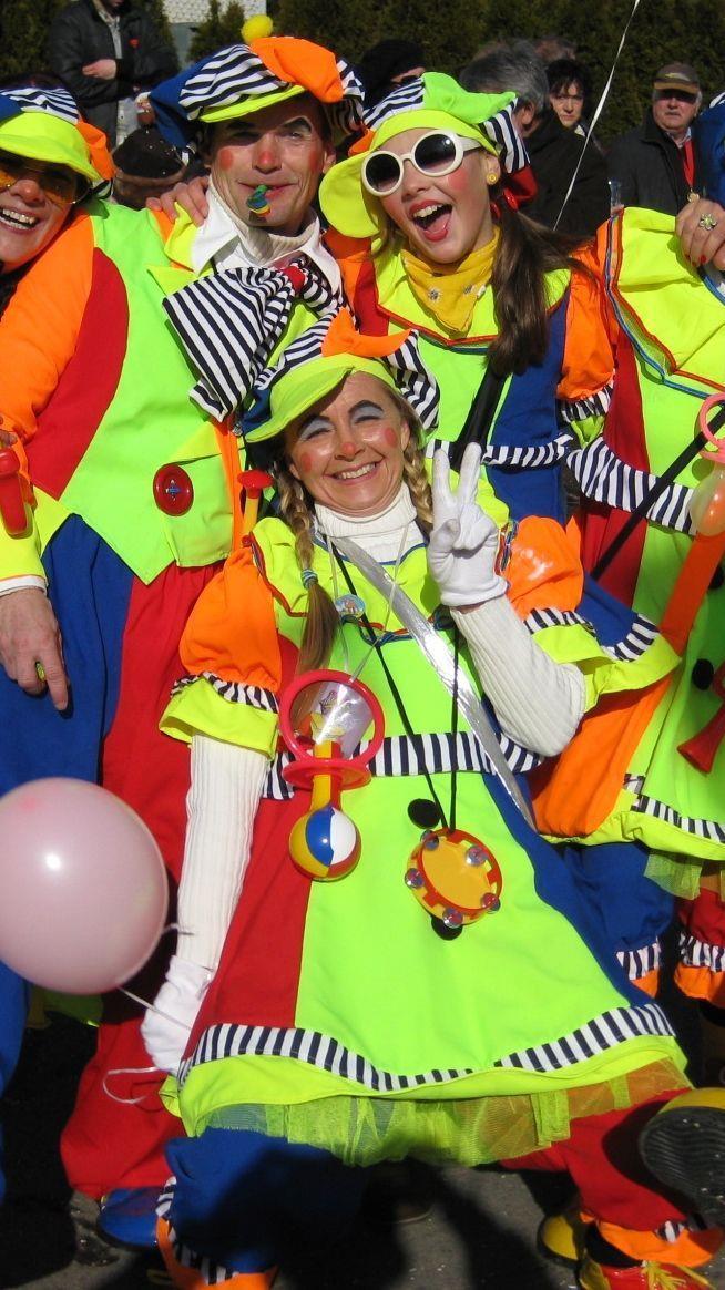 Zu allen Späßen aufgelegt zeigten sich diese Clowns auf dem Hörbranzer Faschingsumzug.