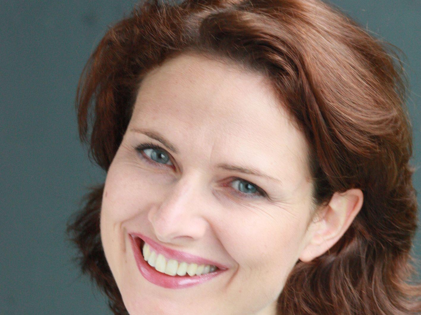 """Mag. Susanne Kanonier leitet den """" Musikgarten für Kleinkinder mit Elternteil""""."""