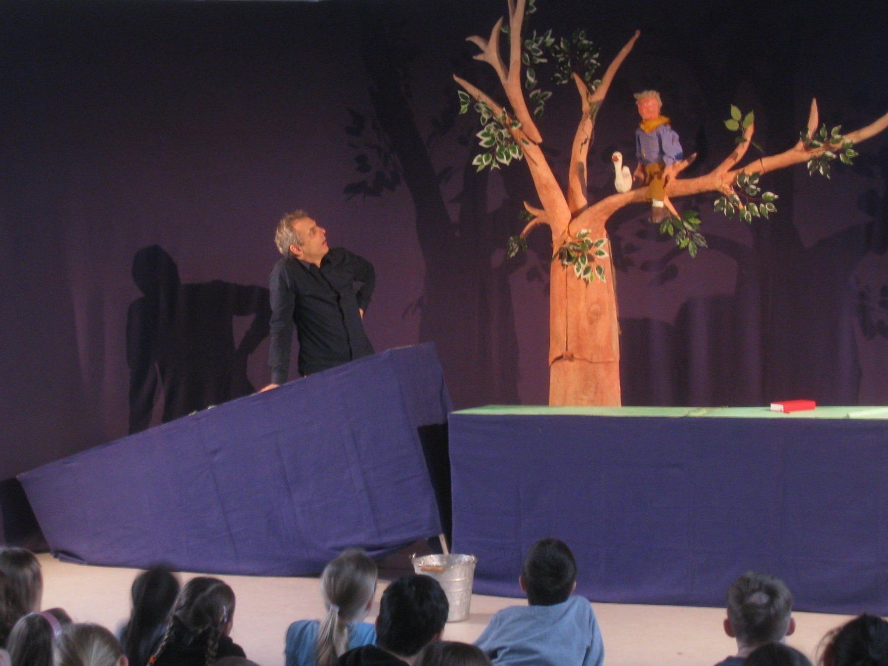 """Puppentheaterstück """"Hans im Glück"""" begeisterte die Lochauer Volksschüler."""