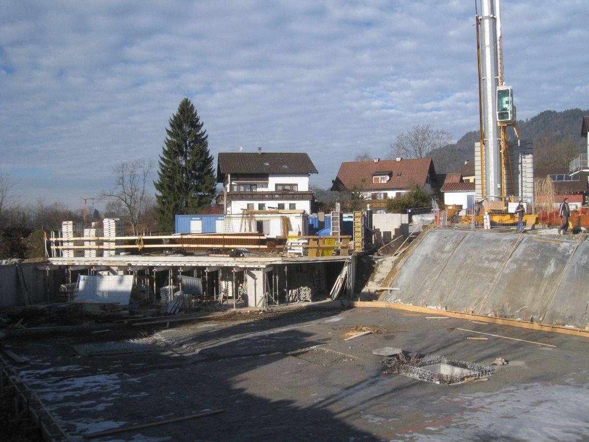 """Begonnen wurde mit dem Bau des Wohnprojektes """"Seeblick"""" in Hofen."""