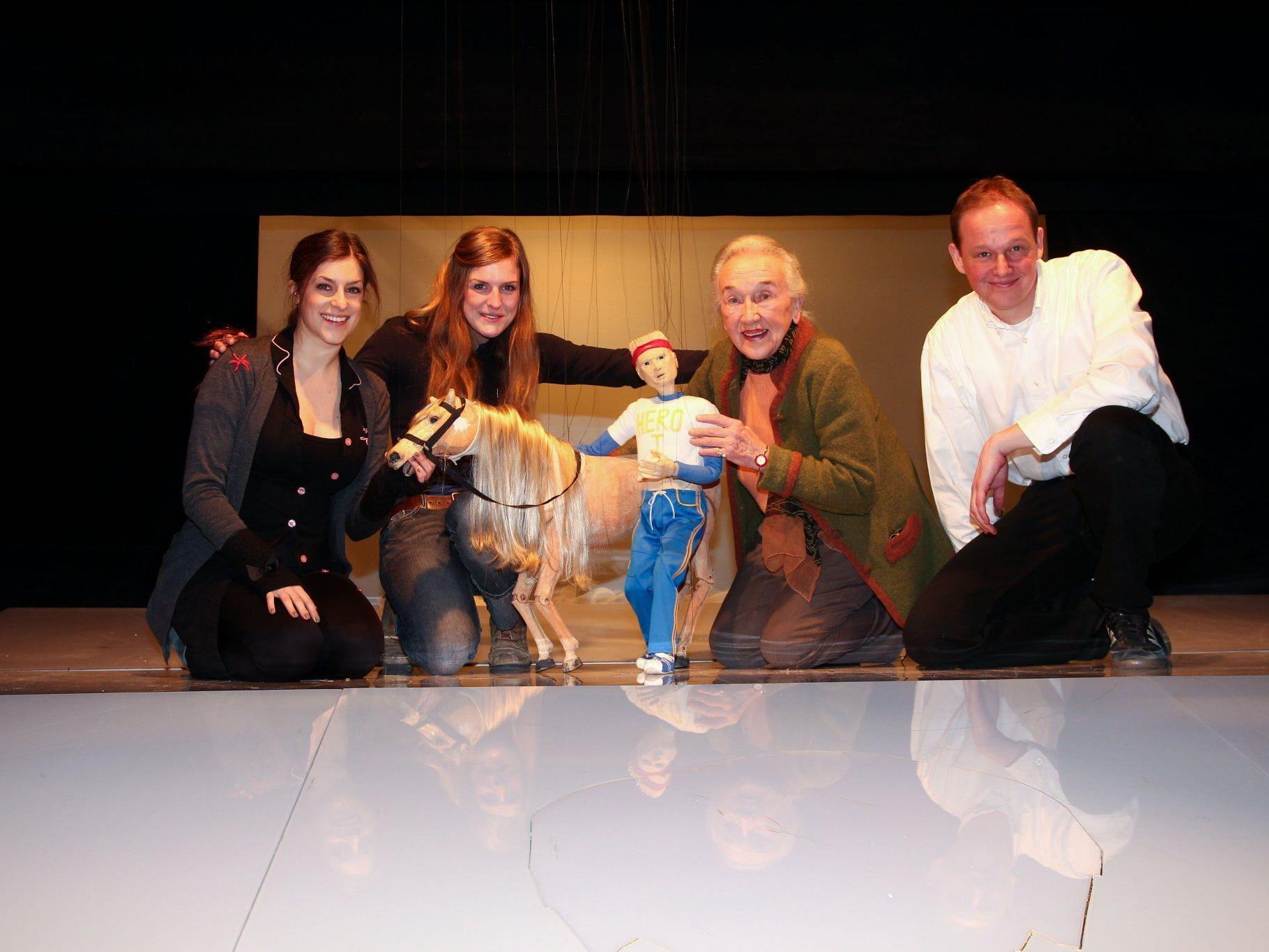 """Wagners """"Ring""""-Kurzfassung für Puppen und Schauspieler steht nach der Premiere am 30. März bis zum 27. Mai elf weitere Male auf dem Spielplan."""
