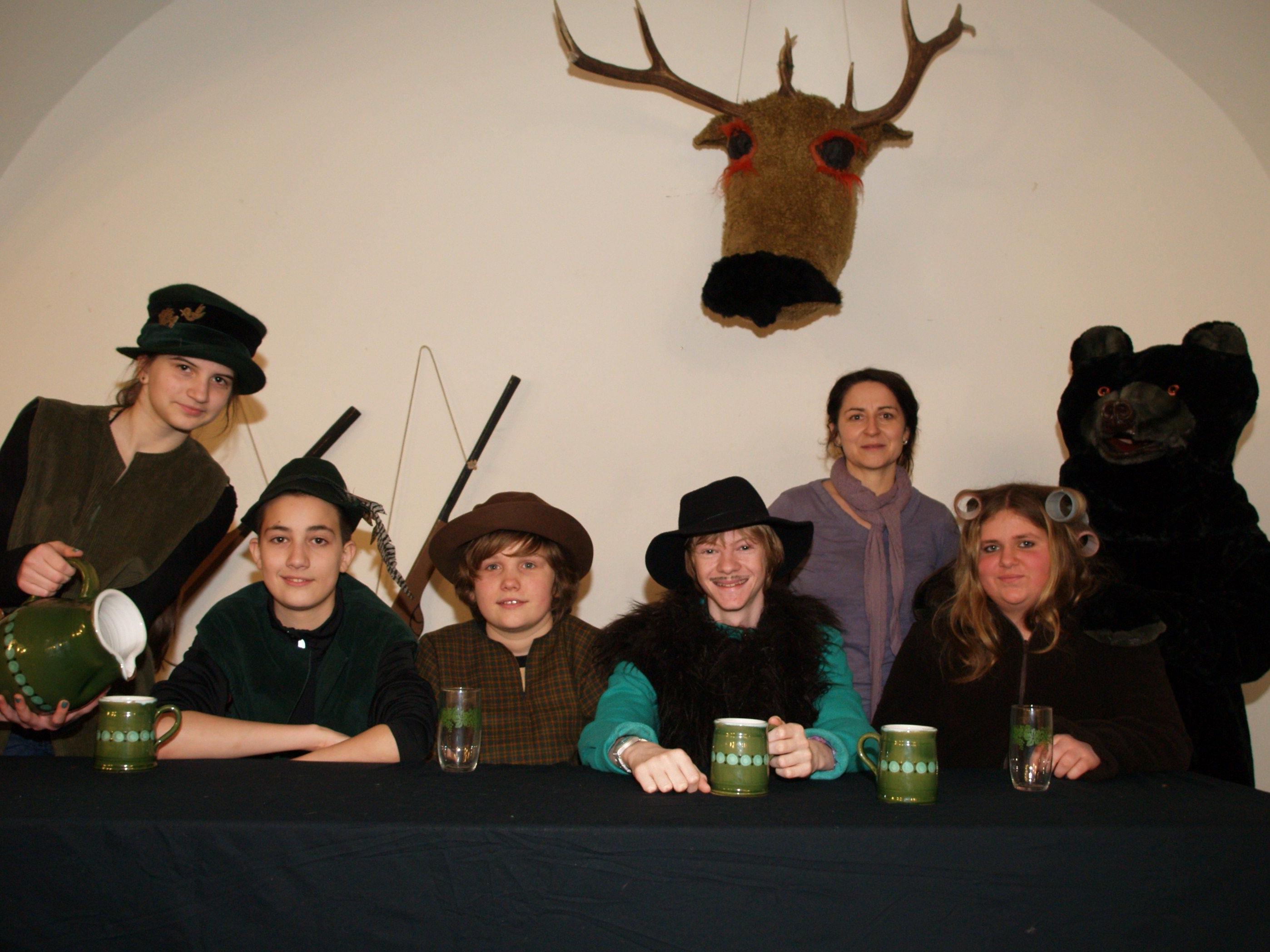 Sabine Matt - Schönwetter hat mit den Jugendlichen ein lustiges Theaterstück einstudiert.
