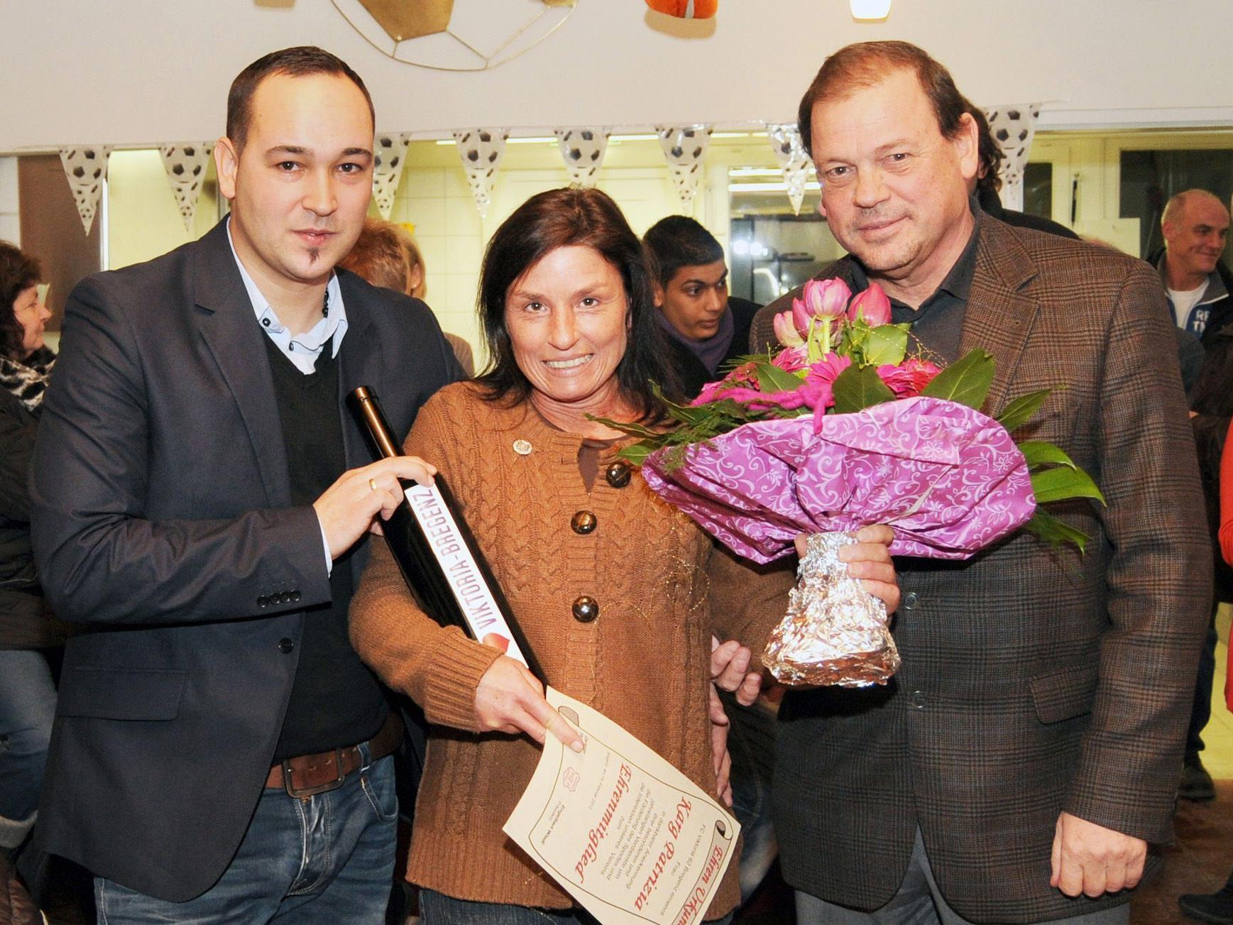 Ehrenmitglied Patrizia Karg mit Obmann Christian Skarlatos und Präsident Peter Kammerlander