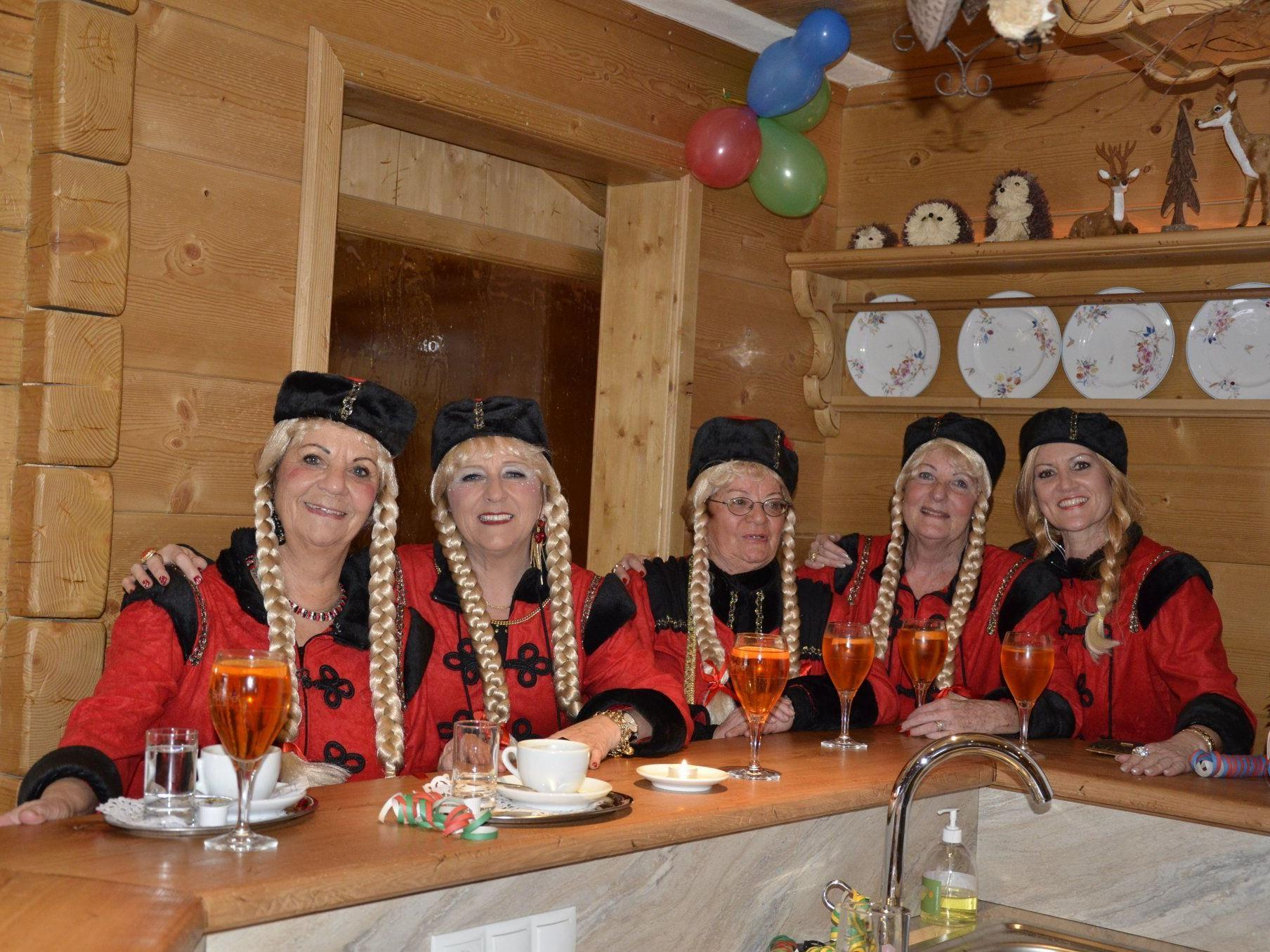 ....die Russen kommen !!!!  Annelies,Gerlinde,Helga,Erika und Andrea