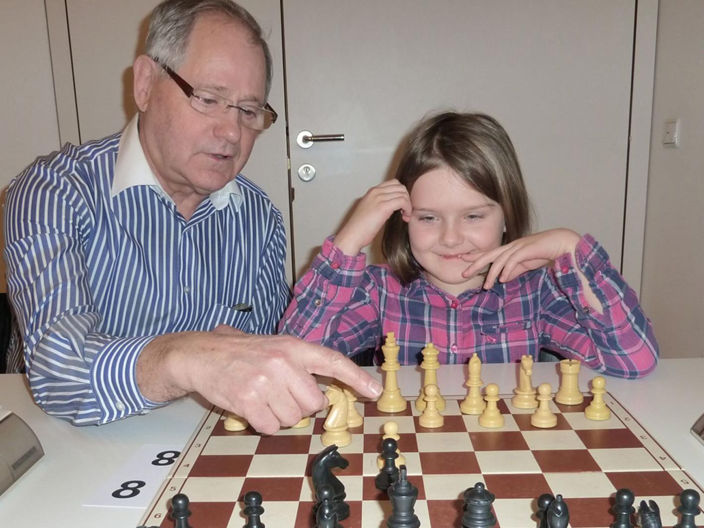 Helmut Cyris mit der erst siebenjährige Carmen Platisa, die den Mädchentitel bei den U8 holte.