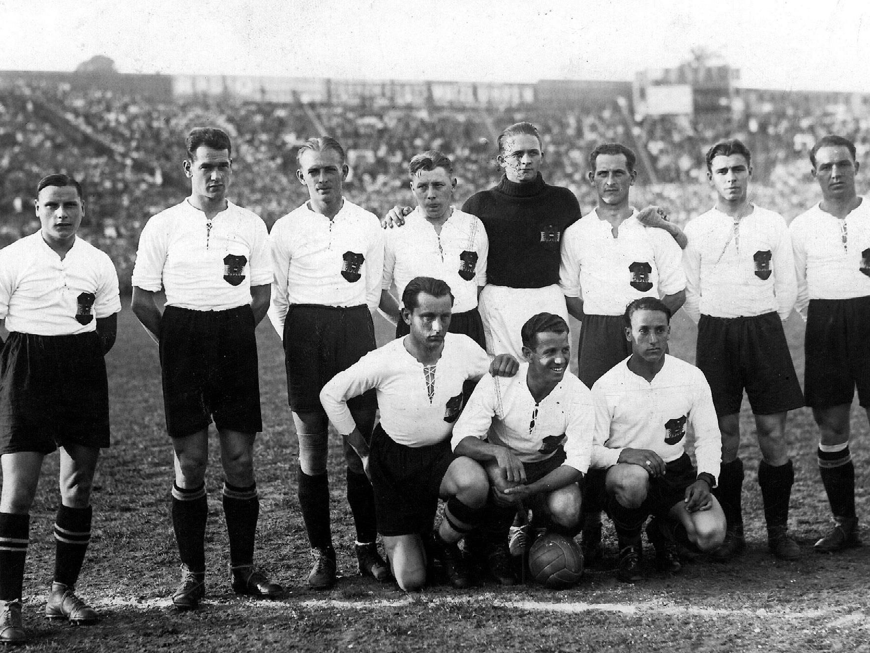"""Das """"Wunderteam"""" mit Matthias Sindelar (stehend, dritter von links) vor dem 5:0 gegen Schottland in Wien 1931."""