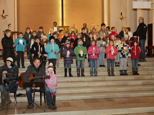 Gemeinsam feierten die Schüler in der Hl. Kreuzkirche ihre Tauferneuerung.