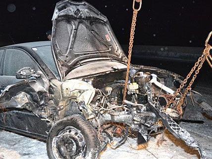 Bei dem Unfall auf der A2 prallte ein Pkw heftig gegen ein Räumfahrzeug