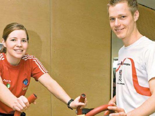 Martin Hämmerle mit seinem Schützling, der Liechtensteiner Weltcup- Läuferin Tina Weirather. Sie hatte bereits vier Kreuzbandrisse.