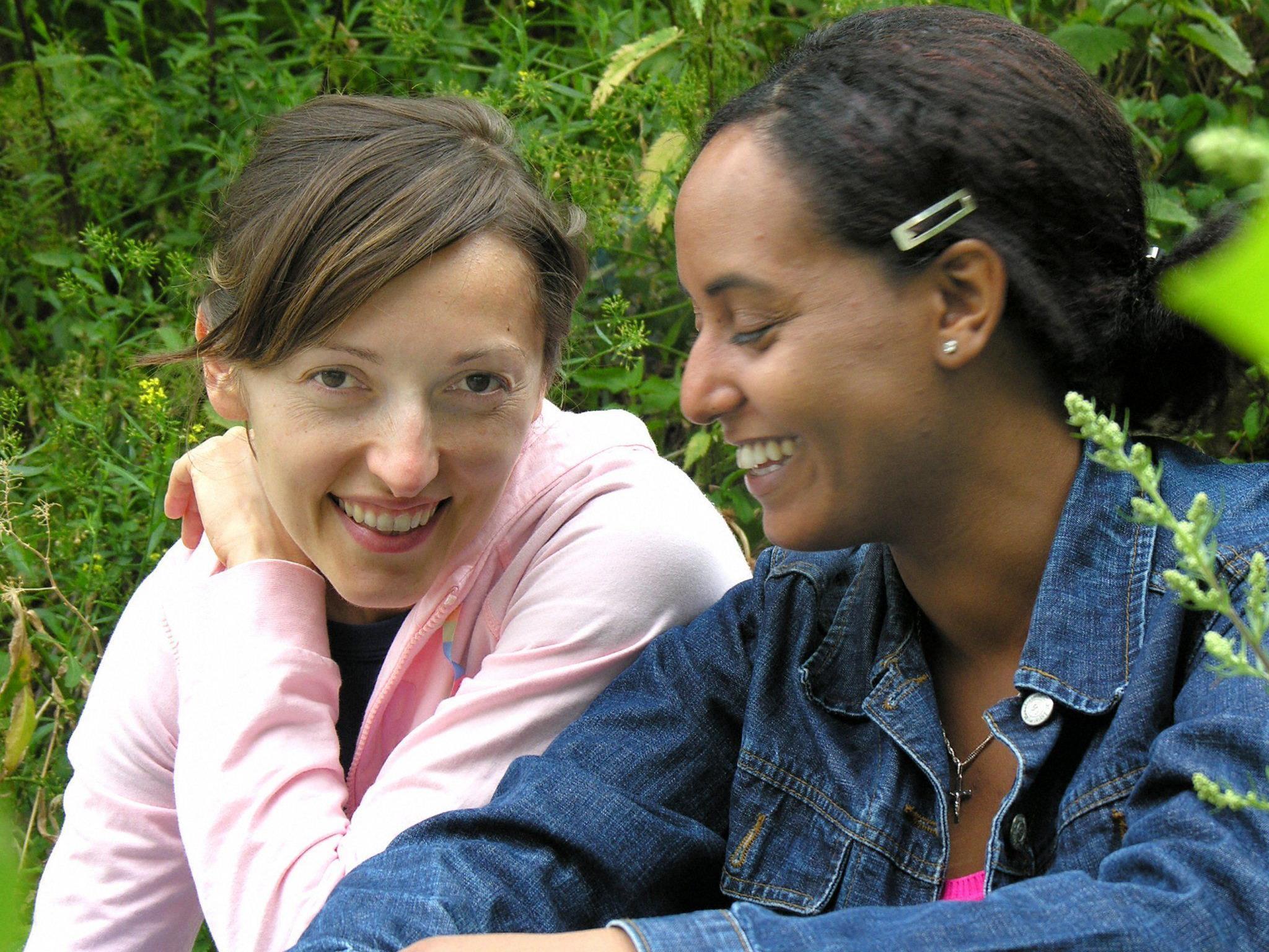 Symbolbild: Zwei Frauen im Gespräch