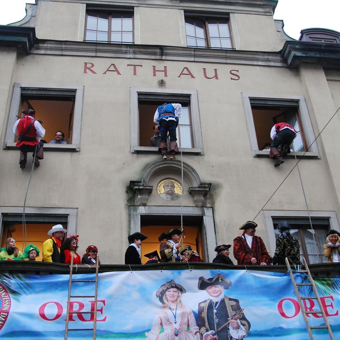 Die Wirtshauspiraten enterten das Rathaus.