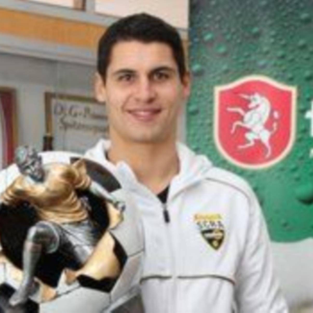 Fußballer des Jahres Martin Kobras erhielt Geschenke.
