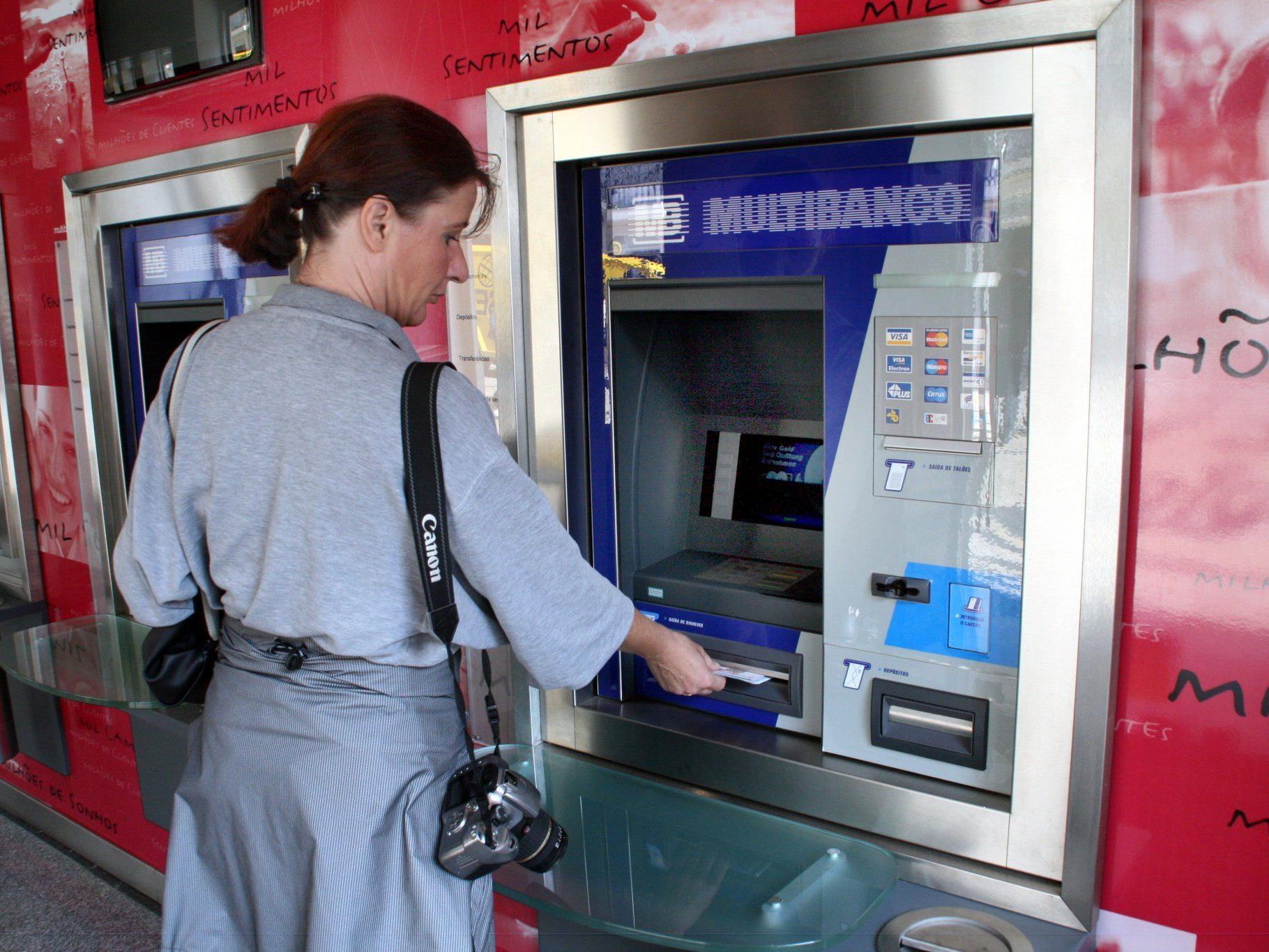 Ein manipulierter Bankomat in der Steiermark sorgte für warmen Geldregen eine halbe Welt weit weg