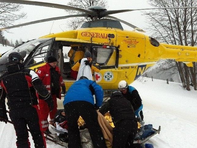 Der Rettungshubschrauber musste einen Mann ins Krankenhaus fliegen
