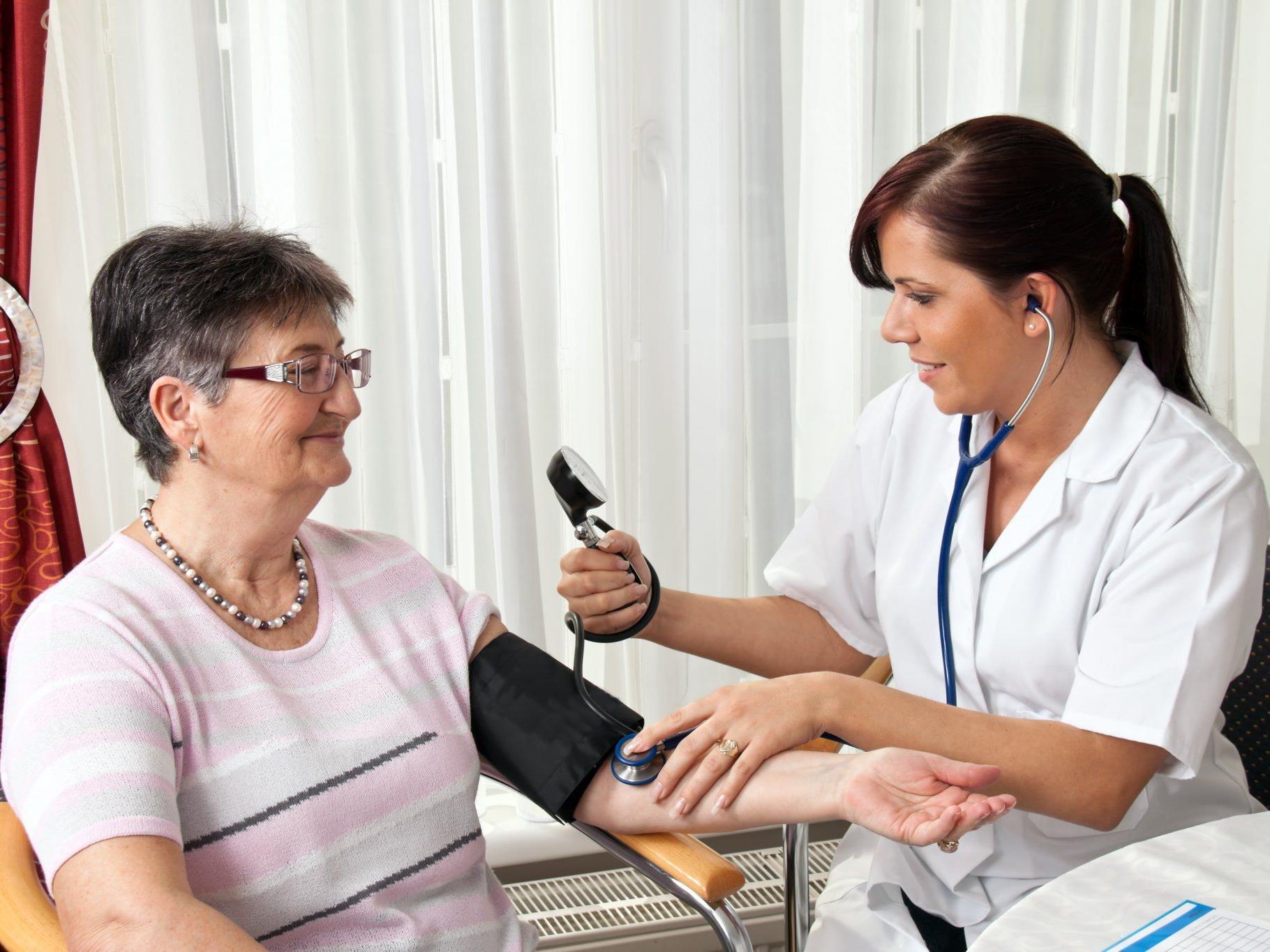Besucher können sich zum Beispiel den Blutdruck messen lassen