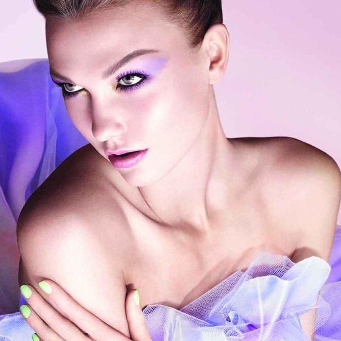 Karlie Kloss präsentiert die Dior Garden Collection (Spring 2012)
