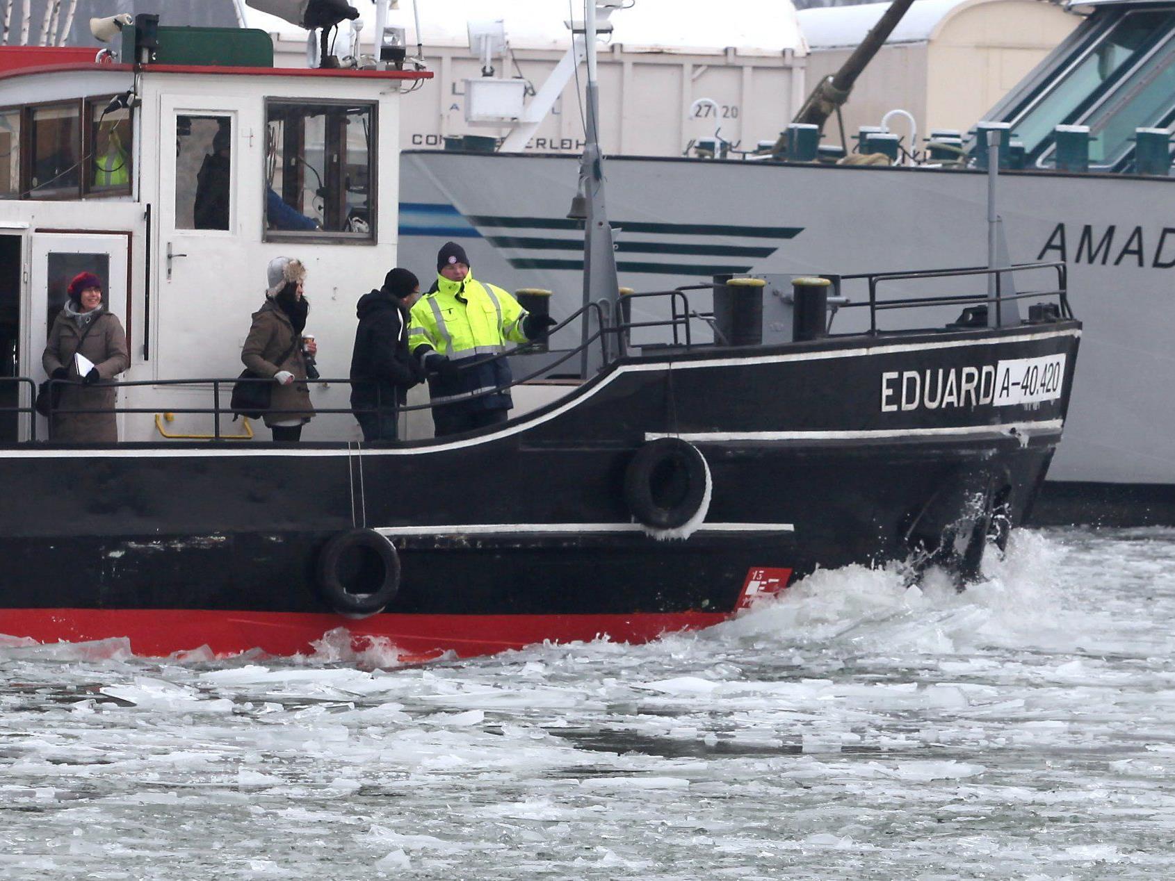 """Eisbrecher """"Eduard"""" hält den Linzer Hafen befahrbar."""