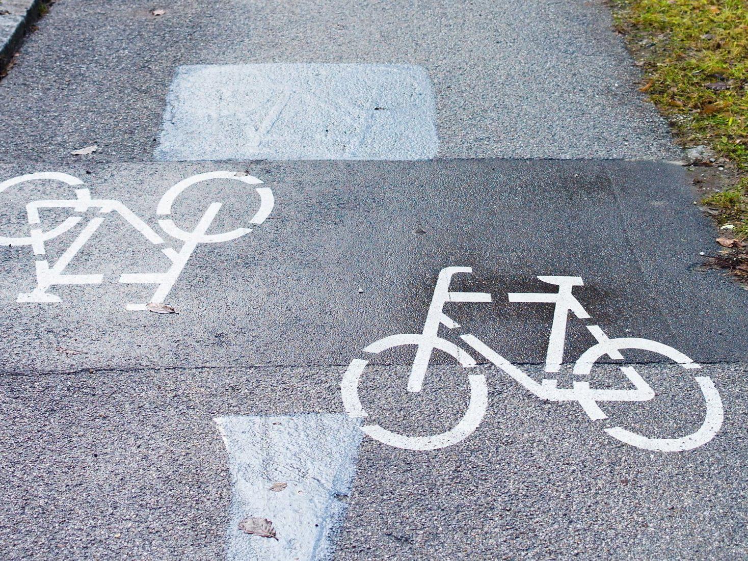 Joggerin nach Zusammenstoß mit Radfahrer schwer verletzt.
