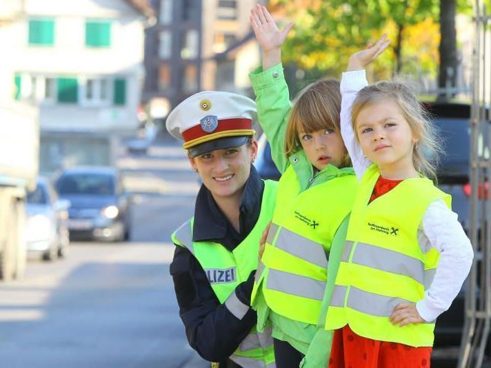 Die Verkehrserziehung ist eine wichtige Funktion der Polizei.