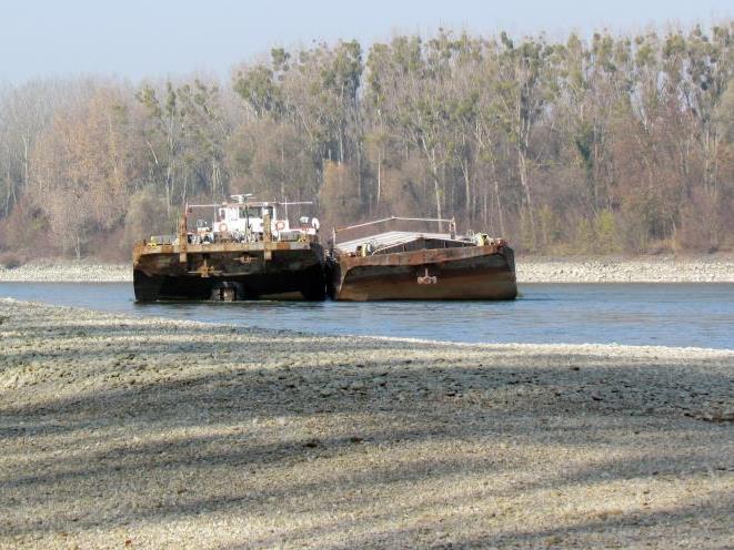 Das Schiffswrack blockiert seit Monaten die Fahrtrinne